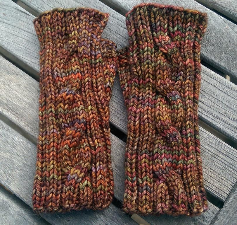 Mitts with Cable on Top
