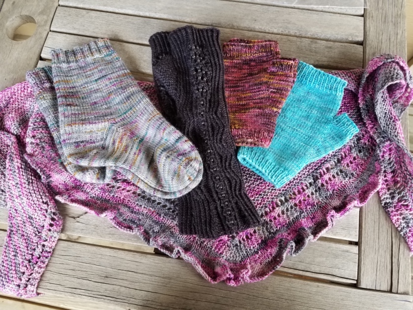 Finished knitted items
