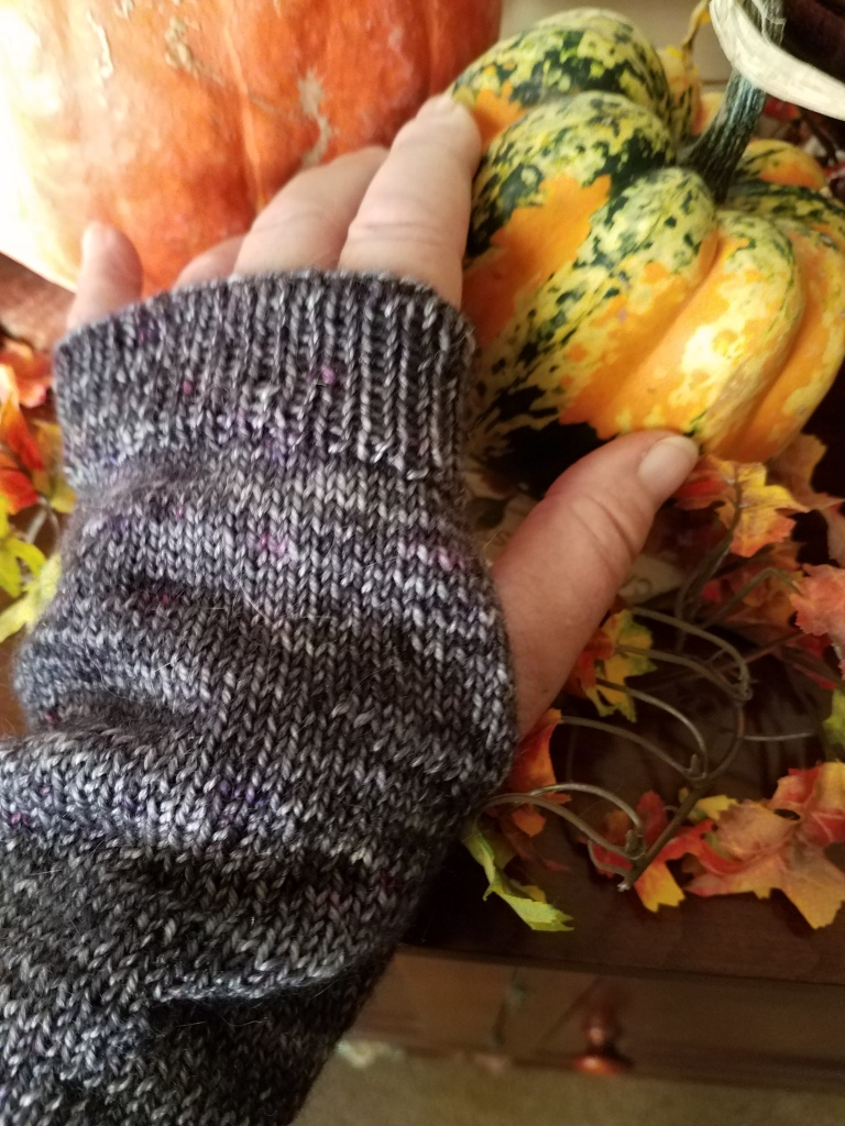 Happy Thanksgiving: Arm Warmer Mitts Pattern – Yarn, Books & Roses